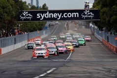 Jamie Whincup prolongeert titel, zeges voor Tander en Courtney in Sydney